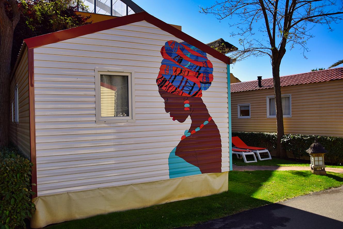 décoration mobilhome femme africaine colorée camping consilio design