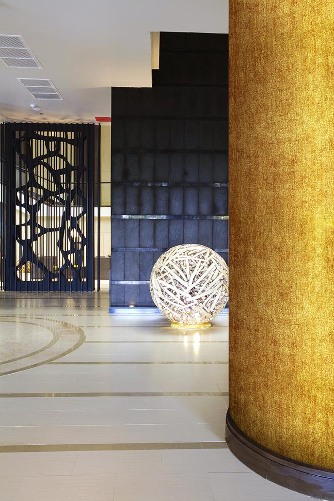 décoration métallique hall avec colonne consilio design